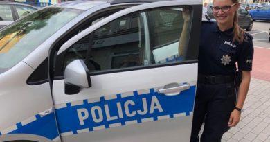 policjantka m. kolodziejska fot. kwp 390x205 - Koło: policjantka zapobiegła tragedii na torach