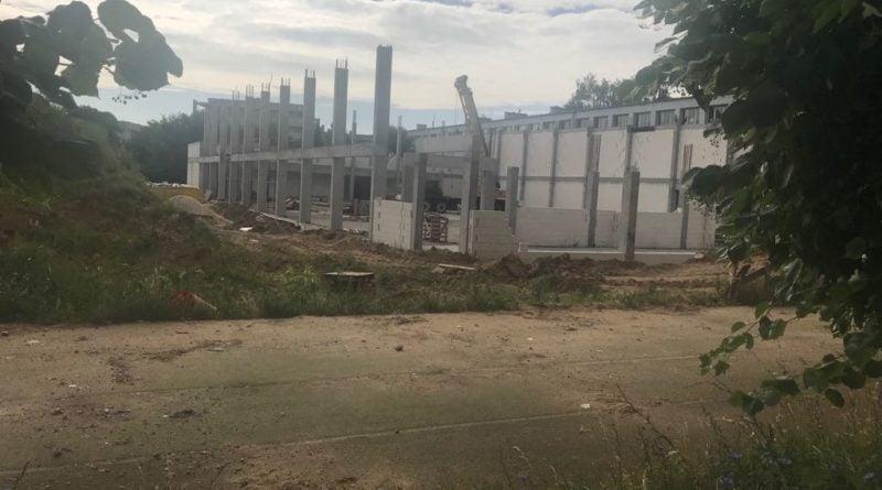 widok od str biezni 800x445 - Poznań: ruszyła budowa hali na osiedlu Pod Lipami
