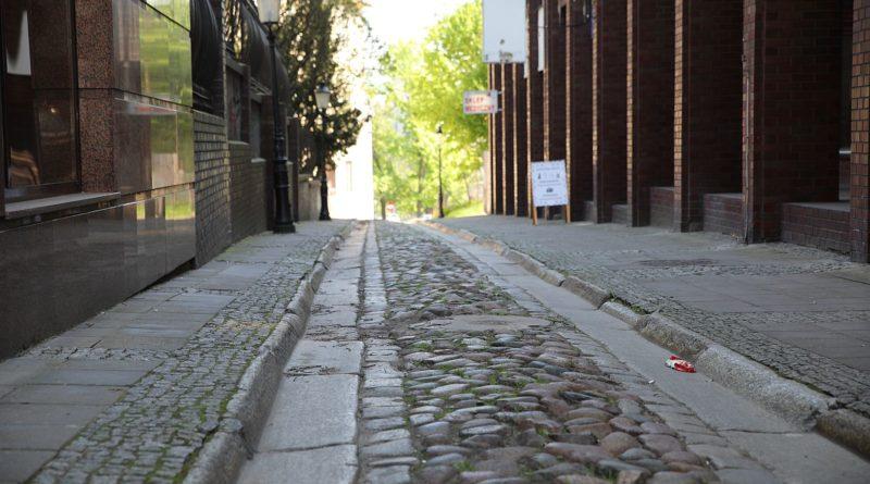 wysoka fot. tomasz dworek 800x445 - Rada Osiedla Stare Miasto apeluje o ochronę historycznych nawierzchni!