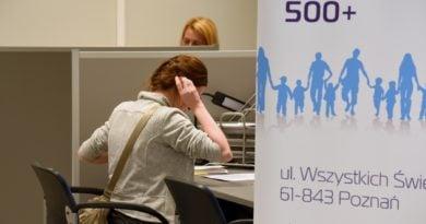 500 fot. ump 390x205 - Poznań: Rozpoczyna się przyjmowanie papierowych wniosków o 500+