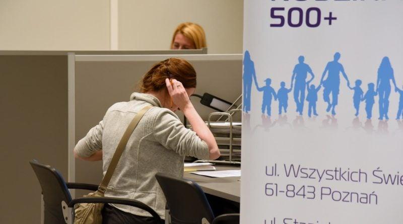 500 fot. ump 800x445 - Poznań: Rozpoczyna się przyjmowanie papierowych wniosków o 500+