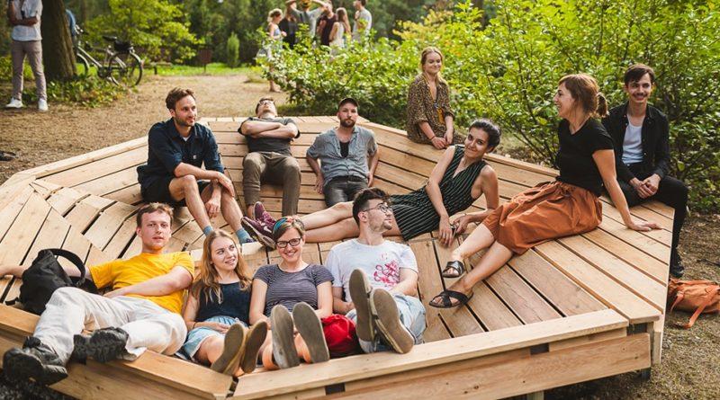 mood for wood 5 800x445 - Poznań: Mood for Wood, czyli niezwykła ławka w Ogrodzie Dendrologicznym