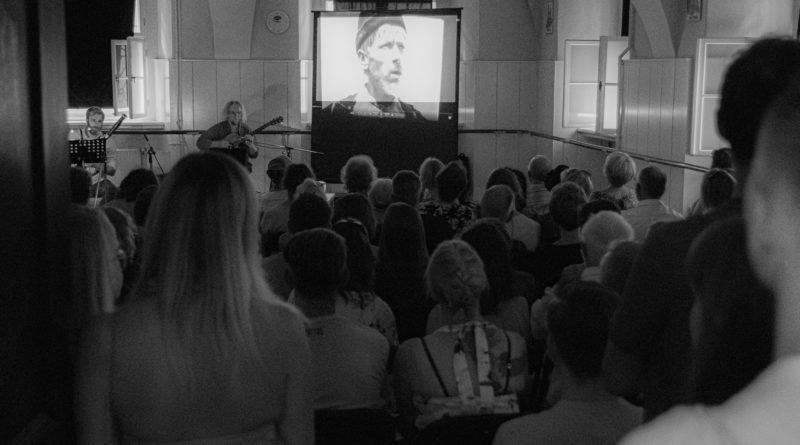 """nieme kino szkola baletowa s. wachala 13 800x445 - Poznań: Z wizytą w starym kinie. """"Szczęście"""" - film z muzyką na żywo"""