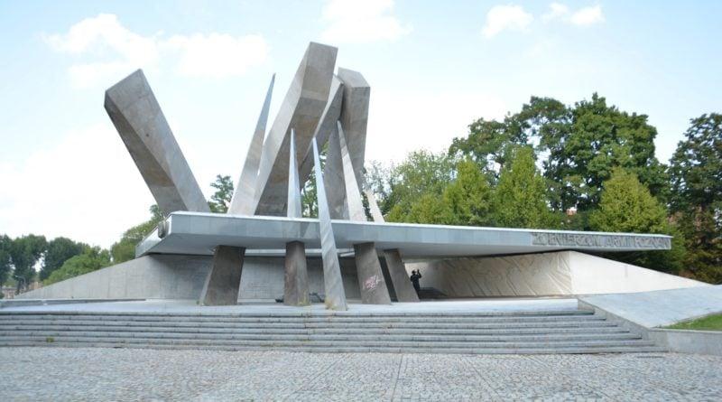 pomnik armii poznan fot. ump 9 800x445 - Poznań: Pomnik Armii Poznań odzyska blask? Trwa gruntowne czyszczenie