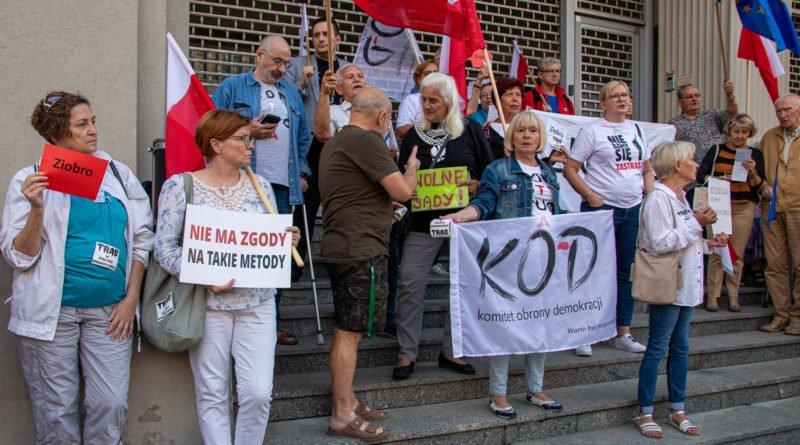 protest kod ziobro do dymisji fot. slawek wachala 10 800x445 - Poznań: Demonstracja KOD. Chcieli dymisji Ziobry!