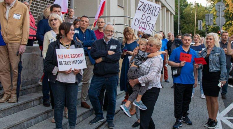 protest kod ziobro do dymisji fot. slawek wachala 11 800x445 - Poznań: Demonstracja KOD. Chcieli dymisji Ziobry!