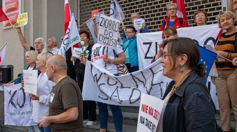 protest kod ziobro do dymisji fot. slawek wachala 12 800x445 - Poznań: Demonstracja KOD. Chcieli dymisji Ziobry!
