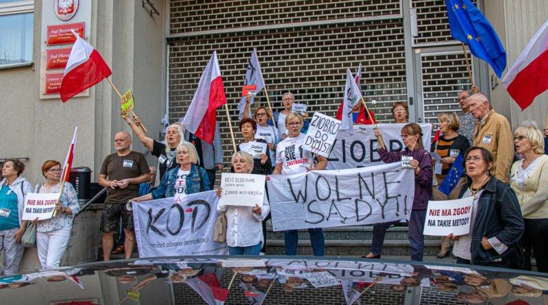 protest kod ziobro do dymisji fot. slawek wachala 13 800x445 - Poznań: Demonstracja KOD. Chcieli dymisji Ziobry!