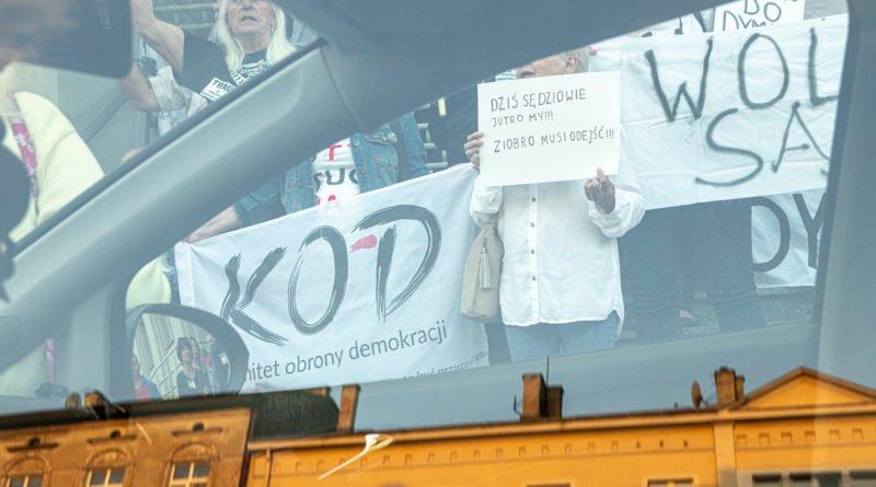 protest kod ziobro do dymisji fot. slawek wachala 15 800x445 - Poznań: Demonstracja KOD. Chcieli dymisji Ziobry!