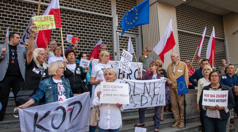 protest kod ziobro do dymisji fot. slawek wachala 17 800x445 - Poznań: Demonstracja KOD. Chcieli dymisji Ziobry!
