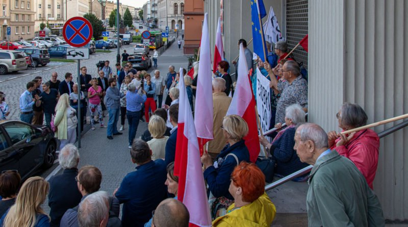 protest kod ziobro do dymisji fot. slawek wachala 2 800x445 - Poznań: Demonstracja KOD. Chcieli dymisji Ziobry!