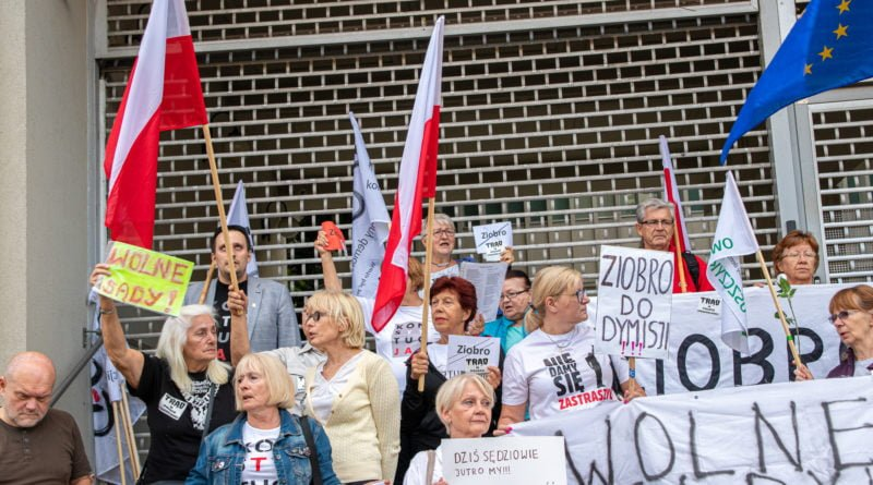 protest kod ziobro do dymisji fot. slawek wachala 22 800x445 - Poznań: Demonstracja KOD. Chcieli dymisji Ziobry!