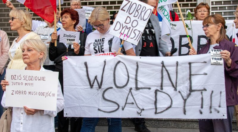 protest kod ziobro do dymisji fot. slawek wachala 27 800x445 - Poznań: Demonstracja KOD. Chcieli dymisji Ziobry!