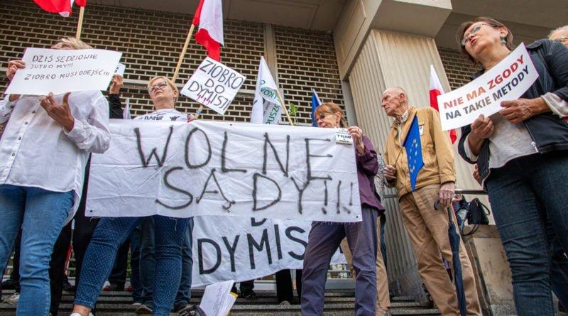 protest kod ziobro do dymisji fot. slawek wachala 28 800x445 - Poznań: Demonstracja KOD. Chcieli dymisji Ziobry!
