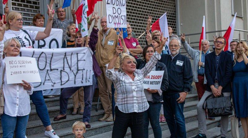 protest kod ziobro do dymisji fot. slawek wachala 35 800x445 - Poznań: Demonstracja KOD. Chcieli dymisji Ziobry!
