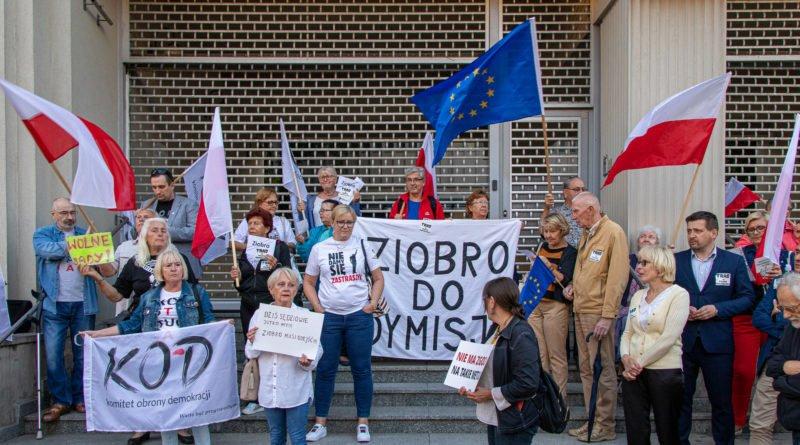 protest kod ziobro do dymisji fot. slawek wachala 8 800x445 - Poznań: Demonstracja KOD. Chcieli dymisji Ziobry!