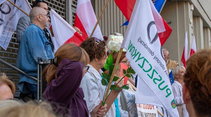 protest kod ziobro do dymisji fot. slawek wachala 9 800x445 - Poznań: Demonstracja KOD. Chcieli dymisji Ziobry!