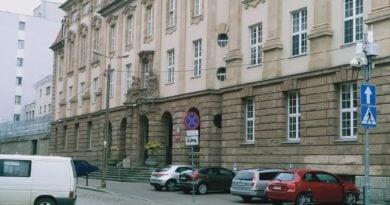 sad rejonowy 390x205 - Poznań: Chciał wyrzucić z domu starszą kobietę - teraz może pójść za to do więzienia