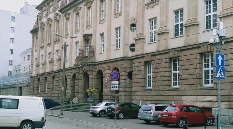 sad rejonowy 800x445 - Poznań: Właściciel kamienicy pójdzie do więzienia. Za próbę wyrzucenia starszej pani z mieszkania