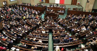 sejm rp 390x205 - Najnowszy sondaż IBRiS: Cztery ugrupowania w Sejmie. Komu się uda?