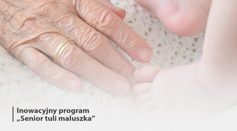 senior maluszka tuli 800x445 - Poznań: Seniorzy będą przytulać noworodki