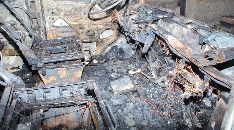 """spalony samochod fot. policja 1 800x445 - 23-letni Ukrainiec podpalał samochody w Wielkopolsce. """"Przyznał się i złożył wyjaśnienia"""""""