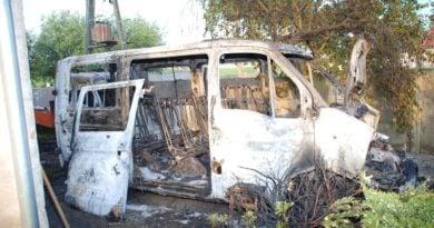 spalony samochód fot. policja (2)
