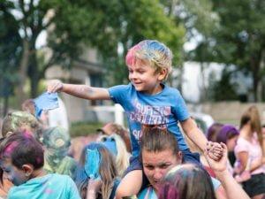 swieto kolorow fot. wojtek lesiewicz 10 300x225 - Festiwal kolorów w Poznaniu! Zobacz jak bawili się uczestnicy!