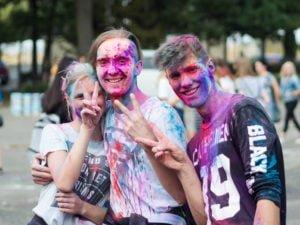 swieto kolorow fot. wojtek lesiewicz 11 300x225 - Festiwal kolorów w Poznaniu! Zobacz jak bawili się uczestnicy!