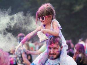 swieto kolorow fot. wojtek lesiewicz 16 300x225 - Festiwal kolorów w Poznaniu! Zobacz jak bawili się uczestnicy!