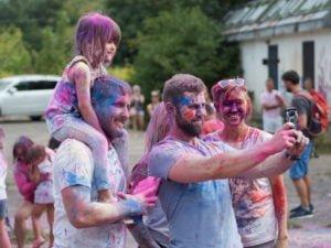 swieto kolorow fot. wojtek lesiewicz 18 300x225 - Festiwal kolorów w Poznaniu! Zobacz jak bawili się uczestnicy!