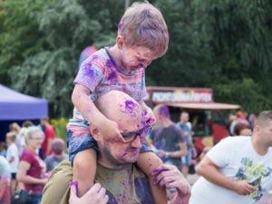 swieto kolorow fot. wojtek lesiewicz 25 300x225 - Festiwal kolorów w Poznaniu! Zobacz jak bawili się uczestnicy!