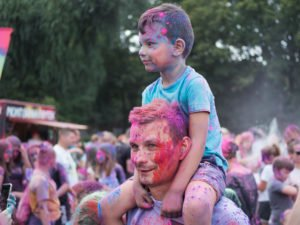 swieto kolorow fot. wojtek lesiewicz 27 300x225 - Festiwal kolorów w Poznaniu! Zobacz jak bawili się uczestnicy!