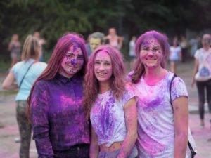 swieto kolorow fot. wojtek lesiewicz 4 300x225 - Festiwal kolorów w Poznaniu! Zobacz jak bawili się uczestnicy!
