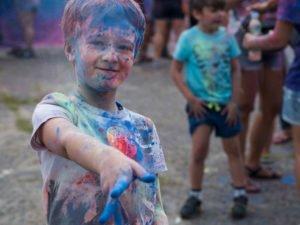 swieto kolorow fot. wojtek lesiewicz 7 300x225 - Festiwal kolorów w Poznaniu! Zobacz jak bawili się uczestnicy!