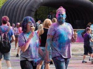 swieto kolorow fot. wojtek lesiewicz 8 300x225 - Festiwal kolorów w Poznaniu! Zobacz jak bawili się uczestnicy!
