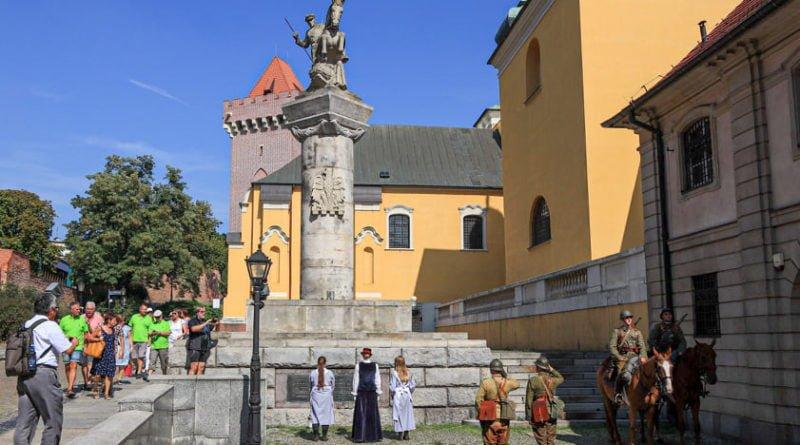 ulani zmiana warty1 fot.s.wachala 800x445 - Poznań: Uroczysta odprawa warty okazji 80 rocznicy wybuchu II wojny światowej