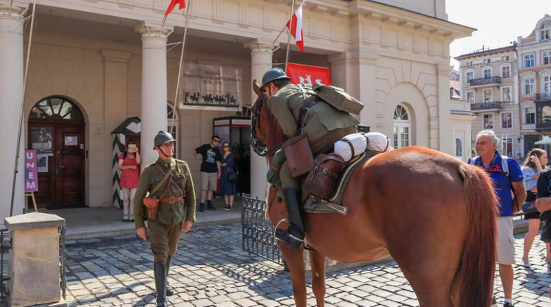 ulani zmiana warty10 fot.s.wachala 800x445 - Poznań: Uroczysta odprawa warty okazji 80 rocznicy wybuchu II wojny światowej