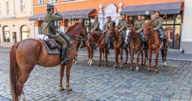 ulani zmiana warty2 fot.s.wachala 390x205 - Poznań: Uroczysta odprawa warty okazji 80 rocznicy wybuchu II wojny światowej
