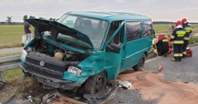 wypadek lopuchowo 1 fot. kmsp 390x205 - Łopuchowo: Czołowe zderzenie na trasie z Murowanej Gośliny