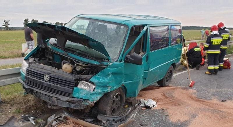 wypadek lopuchowo 1 fot. kmsp 800x438 - Łopuchowo: Czołowe zderzenie na trasie z Murowanej Gośliny
