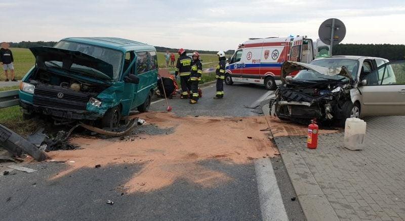 wypadek lopuchowo fot. kmsp 800x438 - Łopuchowo: Czołowe zderzenie na trasie z Murowanej Gośliny