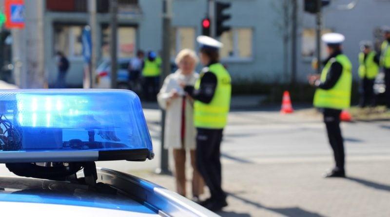 """akcja policja 1 fot. kwp 800x445 - Poznań: Groźby wobec dyrektorki szkoły. Za """"Dzień spódniczki"""""""