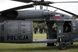 black hawk cwiczenia policji fot. policja 3 300x200 - Poznań: Black Hawk latał nad miastem. Policjanci ćwiczyli desant ze śmigłowca