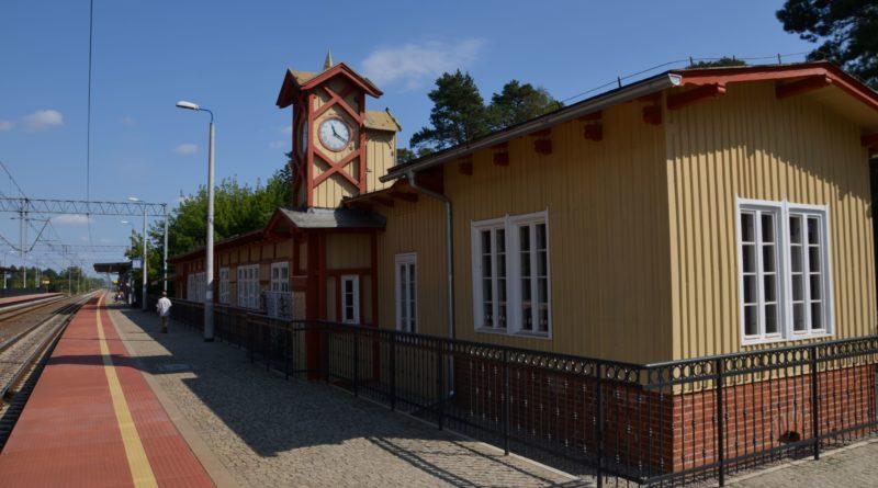 dworzec w puszczykowie 2 fot. sp 1 800x445 - Puszczykowo: Dworzec znów zachwyca po remoncie