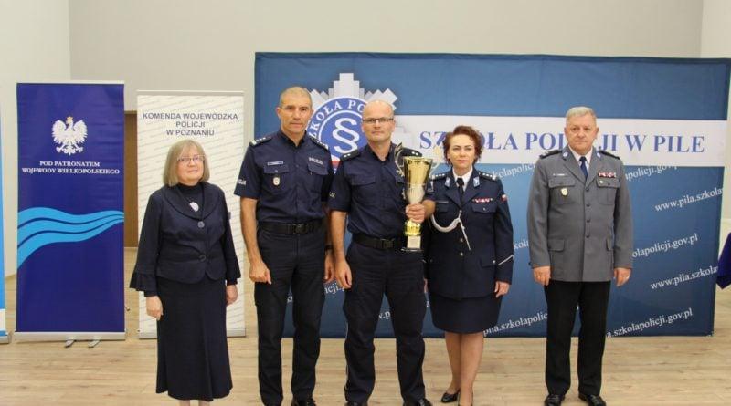 dzielnicowy roku 2019 7 fot. kwp 1 800x445 - Piła: Policjant ze Słupcy najlepszym dzielnicowym w województwie!