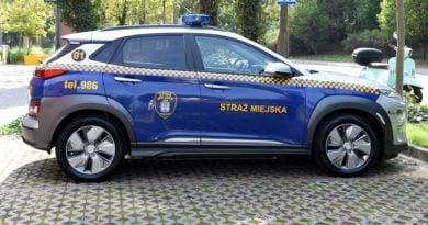 elektryczny samochod fot. ump 390x205 - Poznań: Straż miejska dostała elektryczny radiowóz