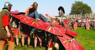 festyn w biskupinie fot.biskupin.pl  390x205 - Biskupin: Wojowie, gladiatorzy i bitwy, czyli rozpoczął się festyn archeologiczny
