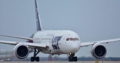 lot samolot 390x205 - Polacy jednak będą wracać za darmo do kraju. Unijny mechanizm został uruchomiony