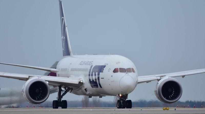 lot samolot 800x445 - Polacy jednak będą wracać za darmo do kraju. Unijny mechanizm został uruchomiony